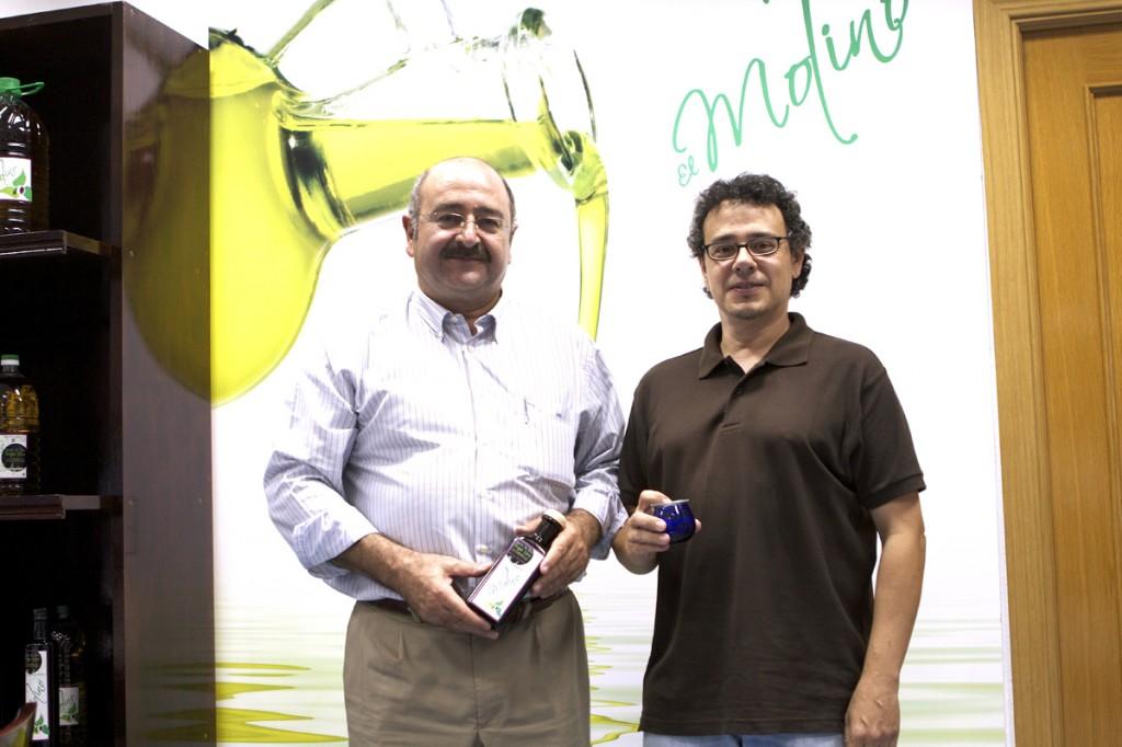 Jesús Navarro, creador de El Molino Cerro Rubio, junto al catador profesional Felix J. Delgado Blázquez